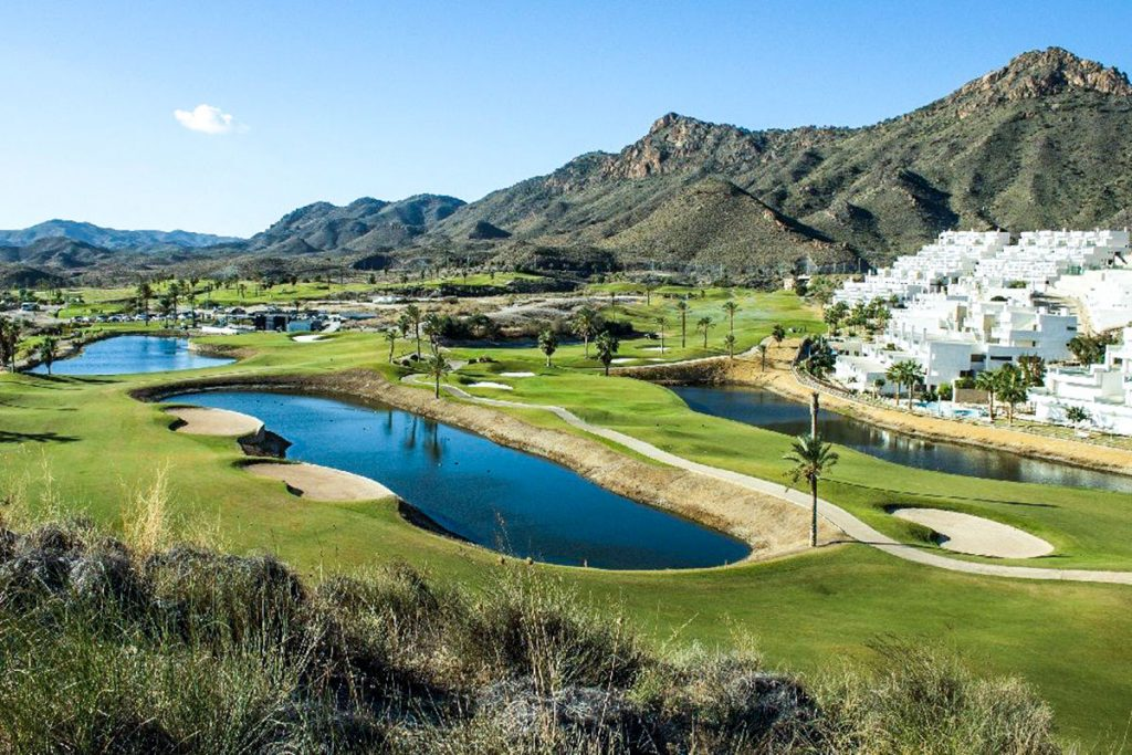 Grupo Platinum - Living in a golf Course in Spain